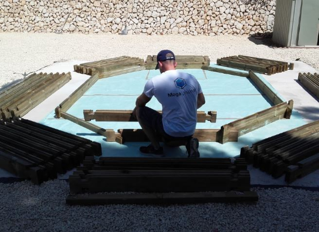 C mo preparar el terreno para una piscina de madera for Piscina elevada madera